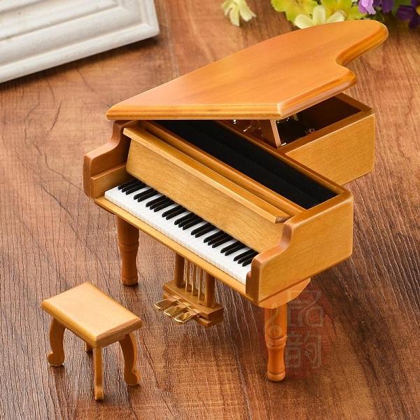 hộp nhạc piano gỗ nâu
