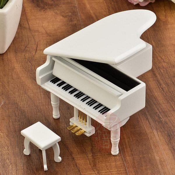 hộp nhạc piano gỗ trắng