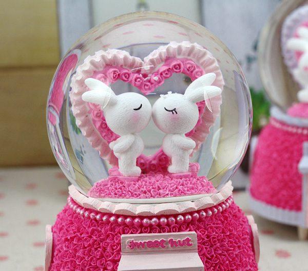 quả cầu tuyết đôi thỏ trắng