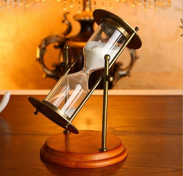 đồng hồ cát đồng đế gỗ