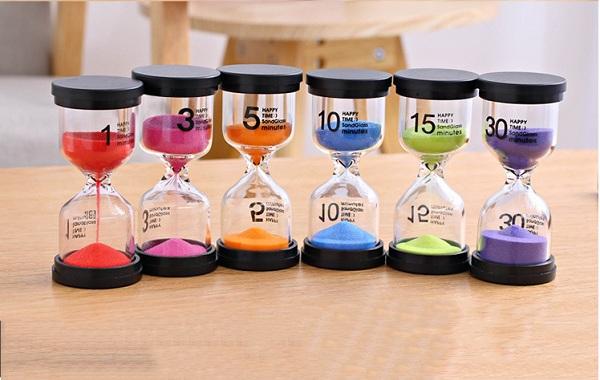 đồng hồ cát thủy tinh đế nhựa