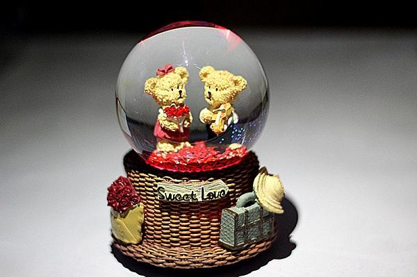 quả cầu tuyết gấu đôi