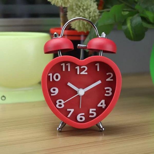 đồng hồ báo thức trái tim