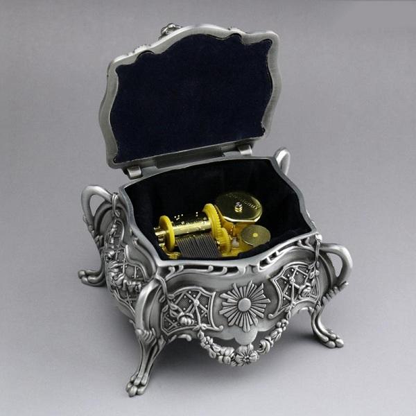 hộp nhạc kim loại cổ điển