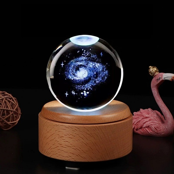 quả cầu pha lê thiên hà đế gỗ xoay