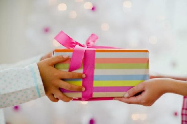 cách tặng quà gây bất ngờ
