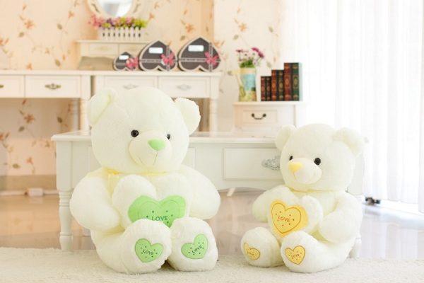 gấu trắng ôm trái tim