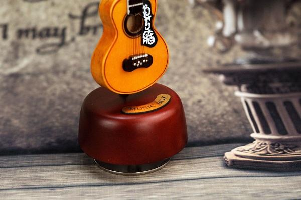 hộp nhạc guitar gỗ