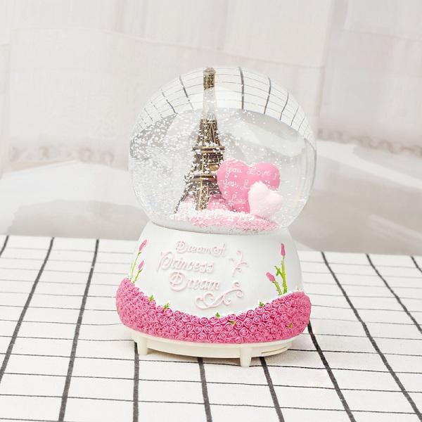 quả cầu tuyết tháp Eiffel trái tim
